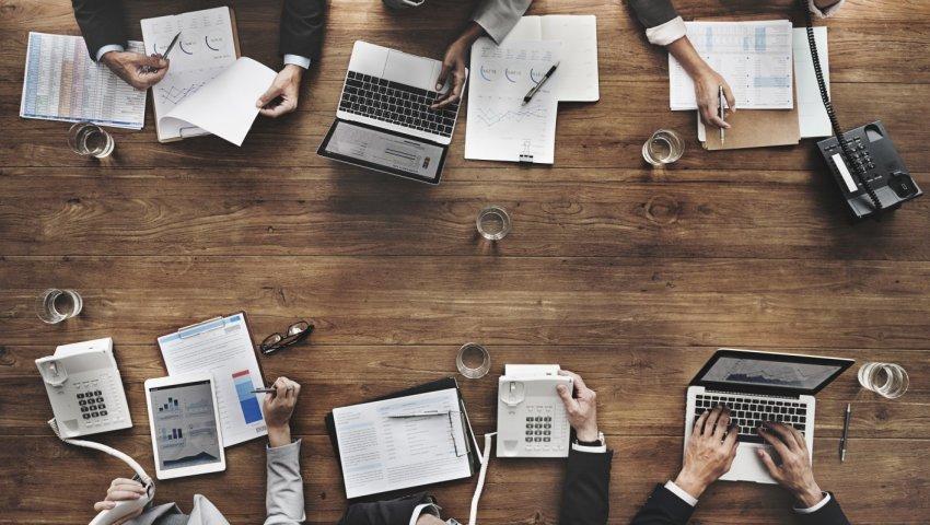 Jak na pracovní poradu, aby požírala o polovinu méně času a úsilí s lepšími výsledky